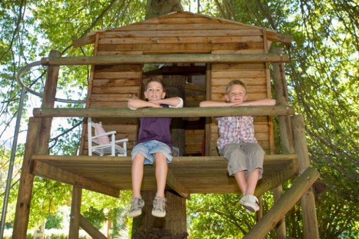 Spring_DIY_Projects_How_to_Build_a_Treehouse_That_the_Kids_Will_Love