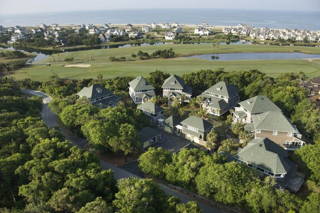Fore_Understanding_the_Pros_and_Cons_of_Buying_a_Home_on_a_Golf_Course